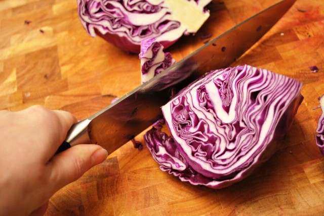 Chopping up purple cabbage