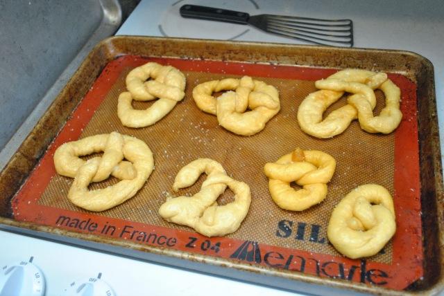 lye-boiled pretzels - prebaking